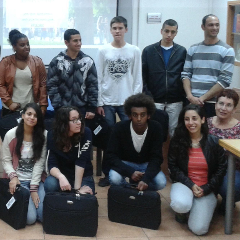 אגודת הידידים של אוניברסיטת תל-אביב בארגנטינה העניקה מחשבים ניידים לתלמידים מצטיינים