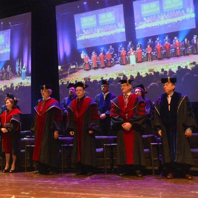 תארי הדוקטור לשם כבוד הוענקו בטקס חגיגי ב-15 במאי 2014 בפתיחת מושב חבר הנאמנים הבינלאומי