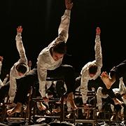 """להקת מחול בת-שבע ביצירה """"דקאדאנס"""". צילום: גדי דגון"""