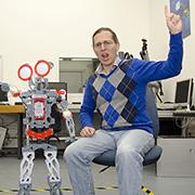 """""""סקרנות היא דבר מדבק"""": הכירו את מעבדת הרובוטים החדשה של ד""""ר גורן גורדון"""