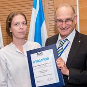 פרופ' יואב הניס מעניק את פרס כדר לפרופ' שירי ארטשטיין-אבידן