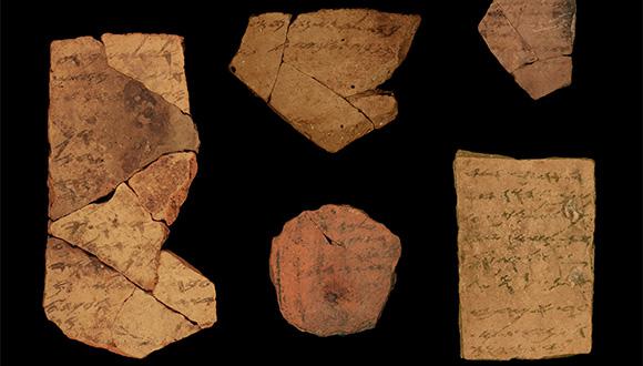 כתבי יד על אוסטרקונים שהתגלו בתל ערד