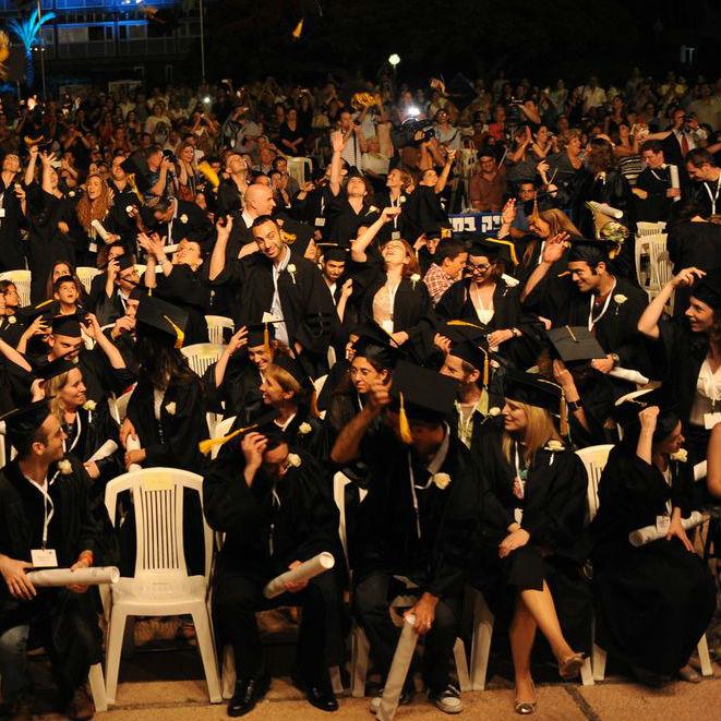 """בטקס מרגש הוענק תואר """"דוקטור"""" ל-325 בוגרים ובוגרות של האוניברסיטה"""