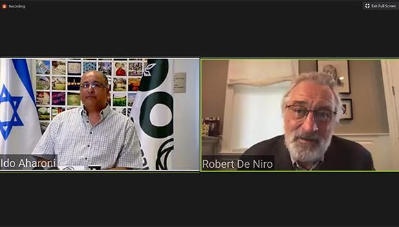 מימין: רוברט דה נירו ועדו אהרוני, בוגר אוניברסיטת תל אביב וקונסול ישראל בניו יורק לשעבר