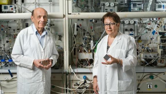 חוקרים בבית הספר לכימיה מפתחים מצברים ננו-מטריים לשימושים חדשניים