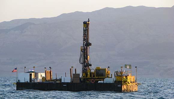 לראשונה בישראל: קידוח בקרקעית ים המלח מתעד 220,000 שנה של רעידות אדמה