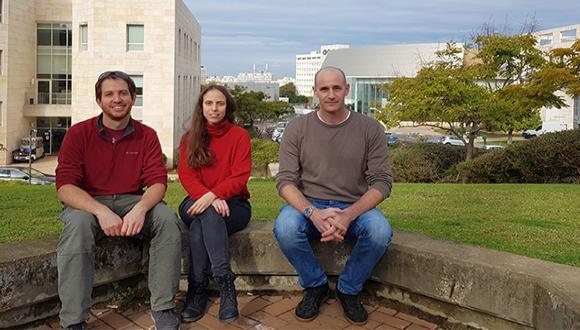 מימין לשמאל: פרופ' טל אלנבוגן, מאי טל ושי קרן-צור