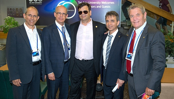 תרומת ענק של 50 מיליון דולר הוענקה לפקולטה לניהול על ידי איש העסקים הבריטי ג'רמי קולר