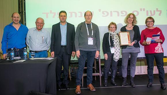 פרופ' עינת פלד (שנייה מימין) השבוע בכנס הארצי של איגוד העובדים הסוציאליים. צילום: חן דמארי