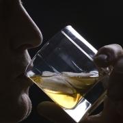 טיפול באלכוהוליזם באמצעות מחיקת זיכרונות