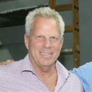 מפיק הקולנוע והטלוויזיה הנודע, סטיב טיש, תרם לחוג לקולנוע וטלוויזיה 10 מיליון דולר