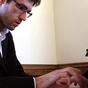 """בוגר ביה""""ס למוזיקה, יבגני יונטוב, עלה לשלב הגמר של תחרות הפסנתר ע""""ש ארתור רובינשטיין לשנת 2017"""